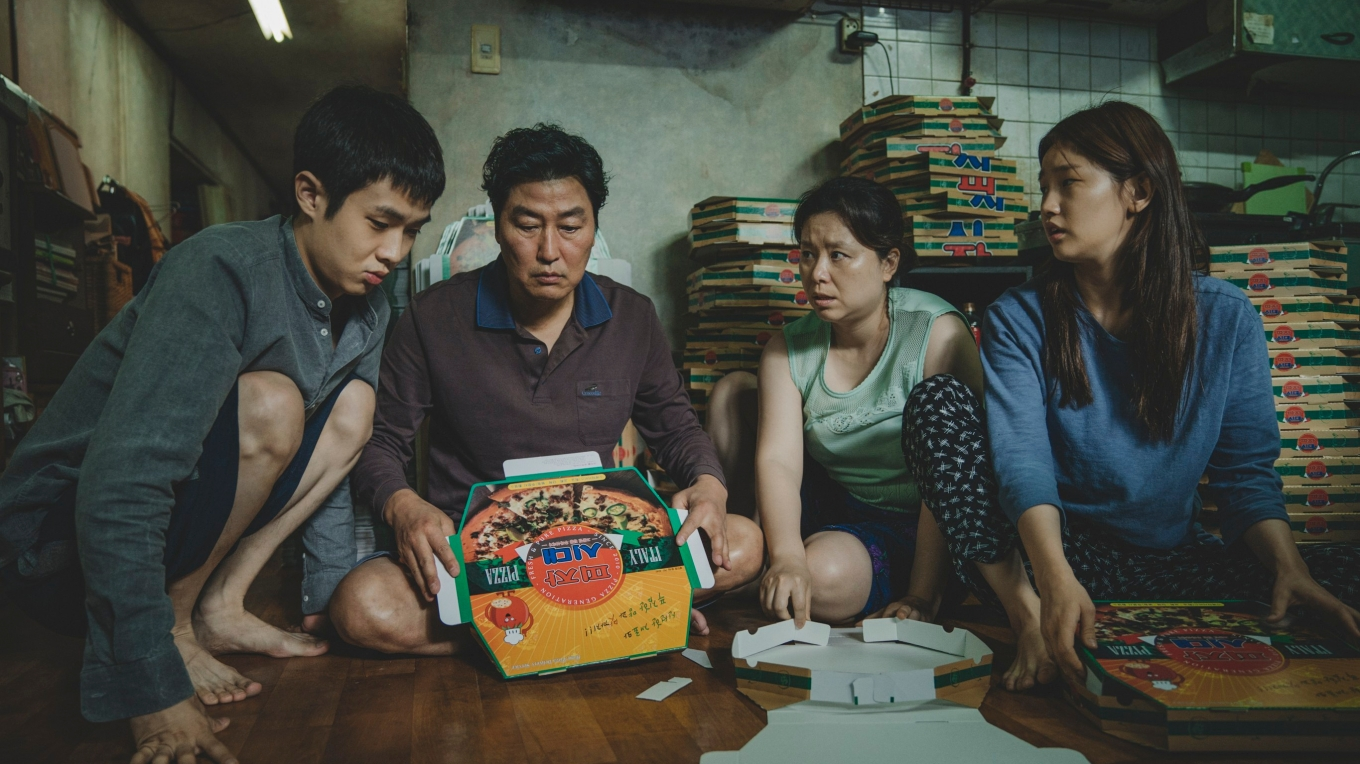 The Kim Family Woo-sik Choi Kang-ho Song Hye-jin Jang So-dam Park in Parasite_rgb